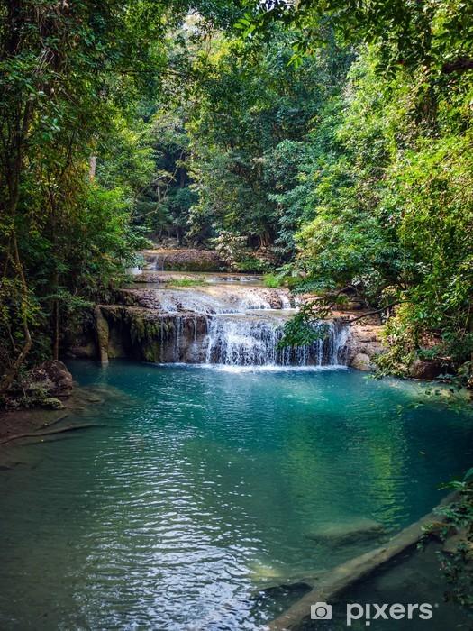 Vandfald i regnskoven. Erawan National Park i Thailand. Vinyl fototapet -