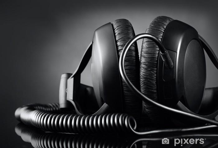 Vinyl Fotobehang Moderne koptelefoon op donkere achtergrond - Muziek
