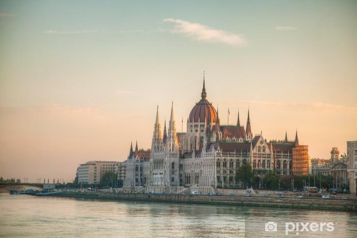 Naklejka Pixerstick Budynek parlamentu węgierskiego w Budapeszcie - Europa