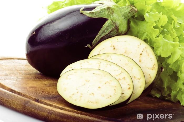 Vinyl-Fototapete Aubergine, Aubergine in Scheiben geschnitten Gemüse auf dem weißen Hintergrund - Gerichte