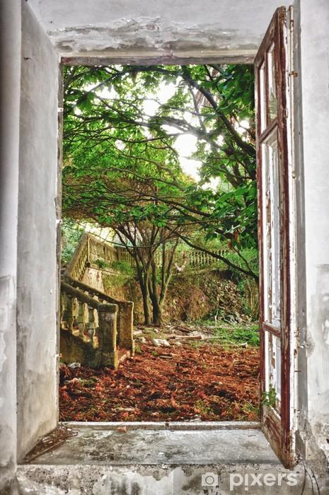 Fototapeta winylowa Ogród przez okno - iStaging