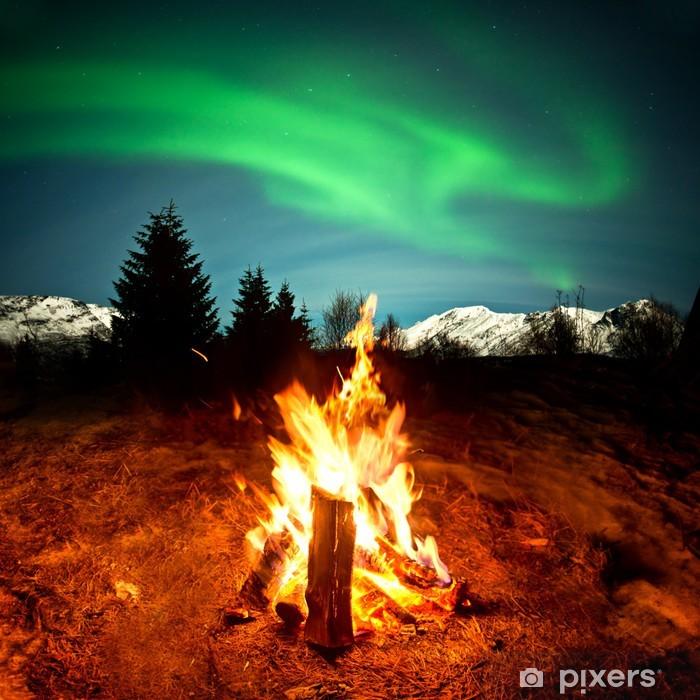 Fototapeta winylowa Camp Fire Oglądając zorzę - Cuda natury