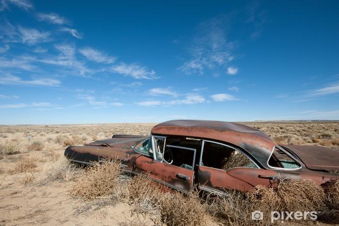 Pixerstick Sticker Oude verroeste auto in het midden van woestijn van New Mexico - Woestijnen