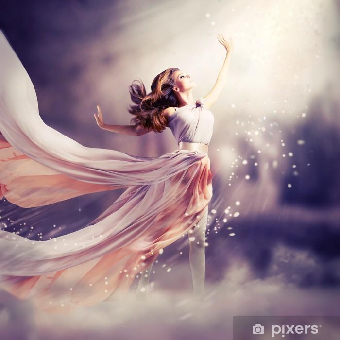 ebef8ee1ea Fototapeta winylowa Piękna dziewczyna ubrana w długą sukienka z szyfonu.  Scena Fantasy - Nastolatkowie