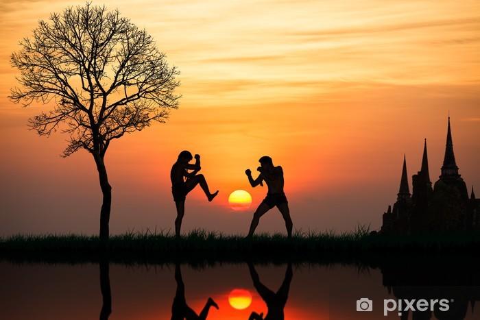 Papier peint vinyle Silhouette de la boxe thai une au coucher du soleil - Boxe