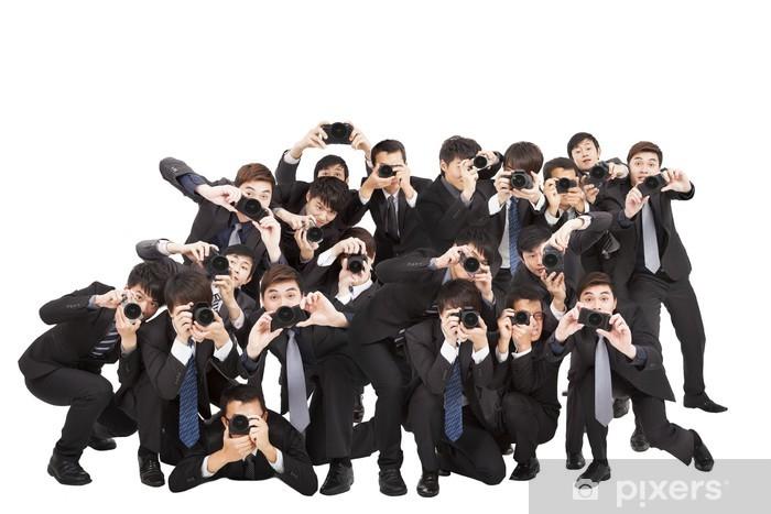 Naklejka Pixerstick Wielu fotografów posiadających kamery wskazując na ciebie - Grupy i tłumy