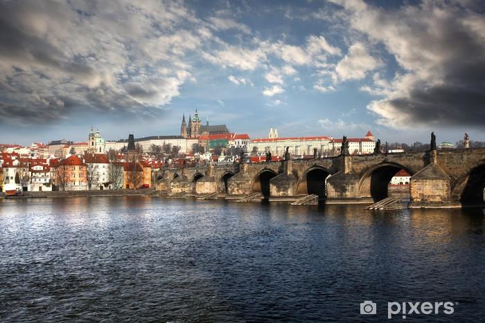 Fototapeta winylowa Praga z Mostu Karola w Czechach - Miasta europejskie