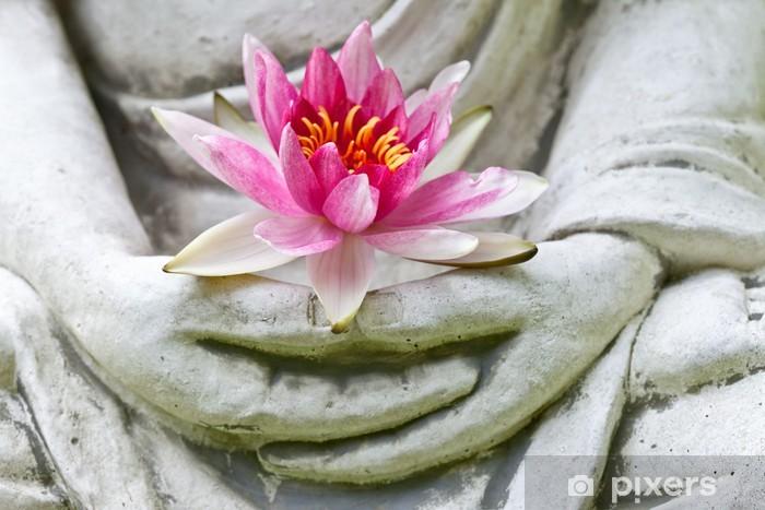 Papier peint vinyle Mains de Bouddha tenant fleur, près - Bouddhisme
