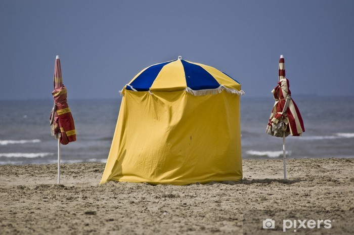 Fototapeta winylowa Trouville trzy parasole - Wakacje