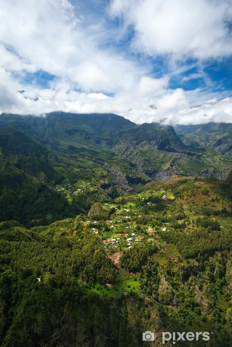Vinylová fototapeta Village v srdci Mafate - Réunion - Vinylová fototapeta