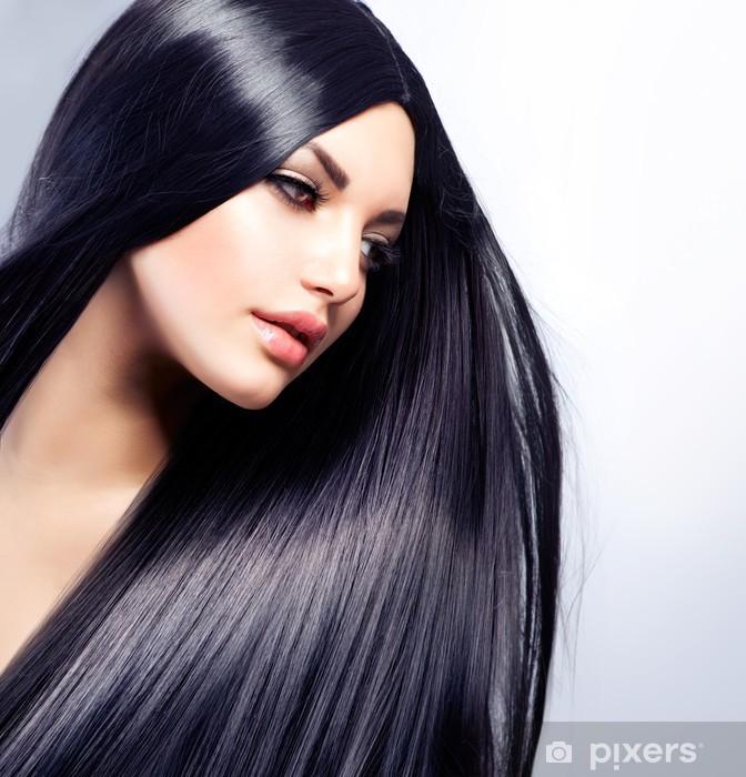 Fototapeta winylowa Piękna dziewczyna brunetka. zdrowe długie włosy - Moda