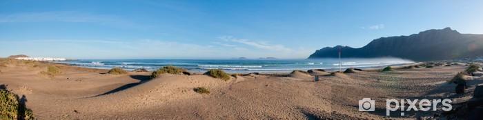Fototapeta winylowa Panoramiczny widok z plaży Famara, Lanzarote - Wakacje