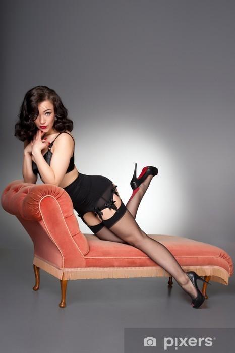 Papier peint vinyle Attractive classique cinquantaine pinup en lingerie noire et des bas - Sous-vêtements