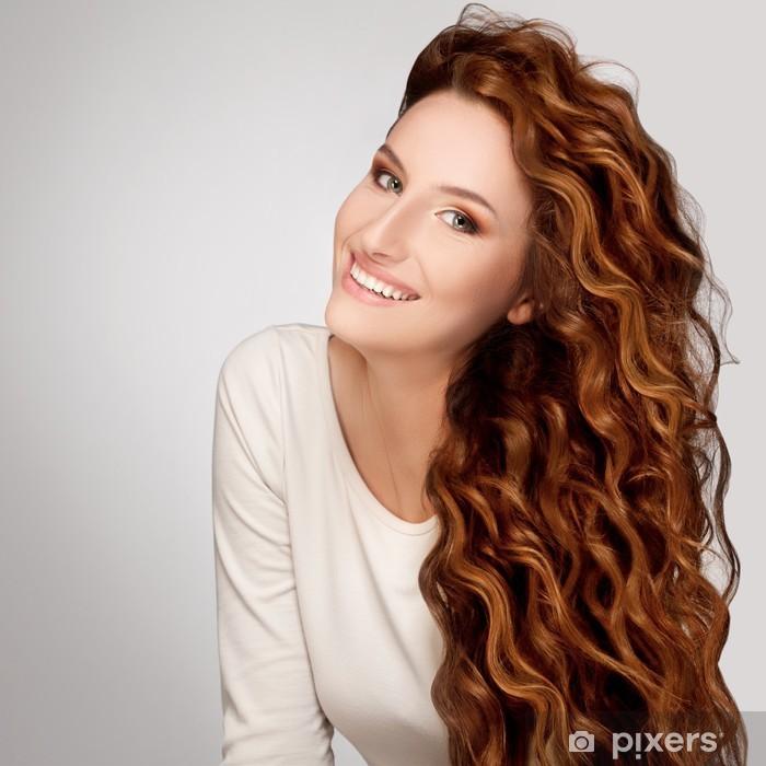 Poster Capelli rossi. Donna con bei capelli ricci • Pixers ...