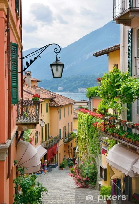 Fototapeta winylowa Malownicze miasto ulica Widok jeziora Como, w - iStaging
