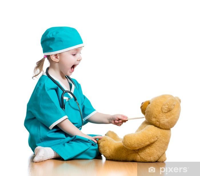 Papier peint vinyle Adorable enfant habillé comme un médecin joue sur blanc - Au travail