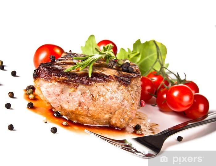 Nálepka Pixerstick Hovězí steak na grilu střední, izolovaných na bílém pozadí - Maso