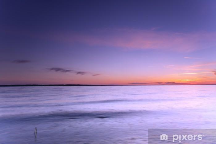 Fototapeta winylowa Spokojny wieczór nad bałtycki oceanu z wsady na powierzchni - Woda