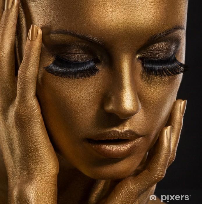 Forgyldt. Golden Woman's Face. Giled Make-up. Malede hud Vinyl fototapet -
