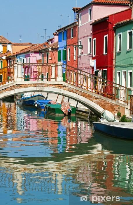 Fotomural Estándar Puente y casas de colores en Burano, Italia. - Ciudades europeas
