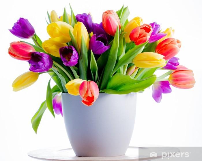 Sticker Lentebloemen. Kleurrijke verse lente tulpen bloemen in de vaas •  Pixers® - We leven om te veranderen