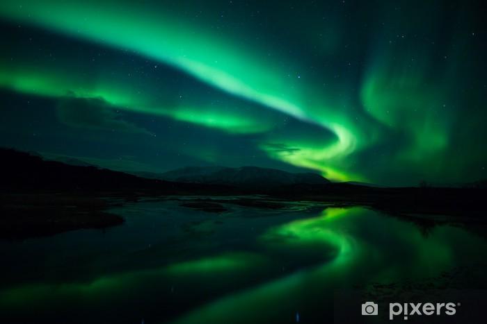 Fotomural Estándar Luces del Norte sobre laguna en Islandia - Noruega