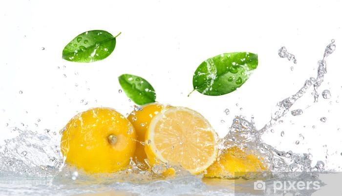Fototapeta winylowa Lemon z wody powitalny samodzielnie na białym tle - Przeznaczenia