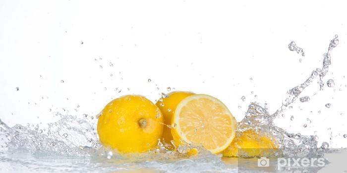 Fototapeta winylowa Lemon z wody powitalny samodzielnie na białym tle - Owoce