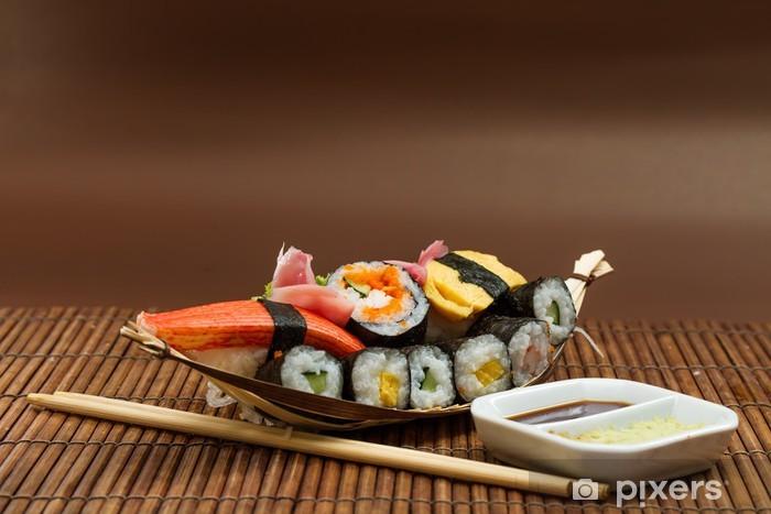 Papier peint vinyle Délicieux rouleaux de sushi frais - Sushi