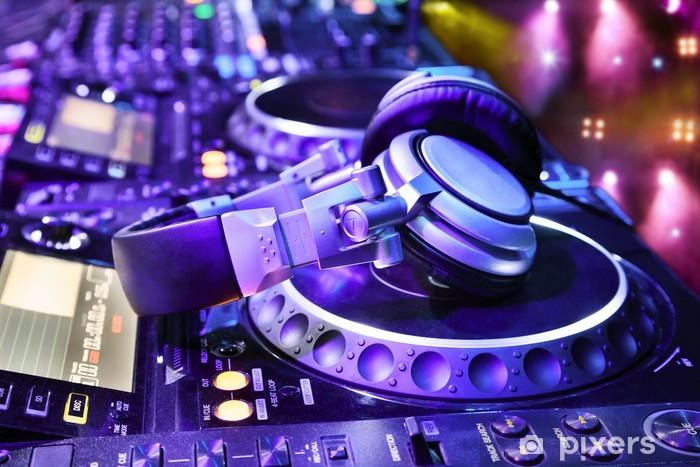 Fototapeta winylowa Mikser DJ ze słuchawkami - Muzyka