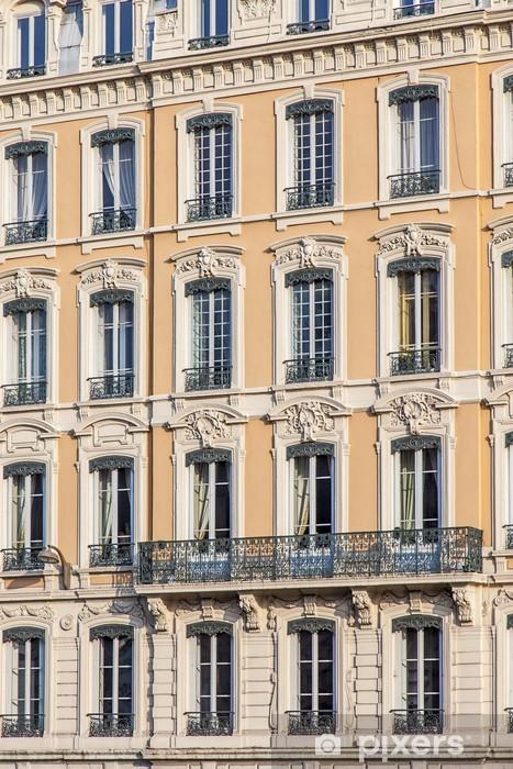 Papier Peint Façade Jaune Dimmeuble Ancien Avec Fenêtres à Lyon