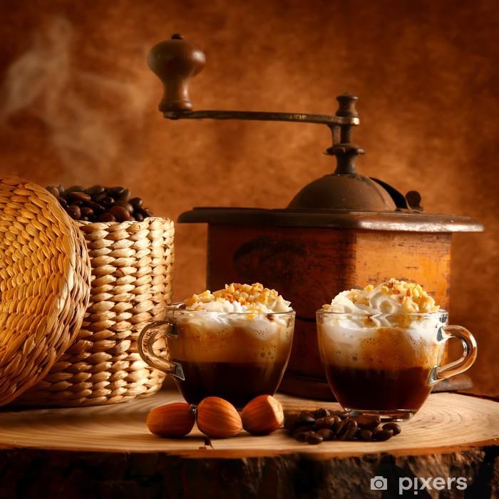 Plakat Kawa z bitą śmietaną i orzechami laskowymi - Do restauracji