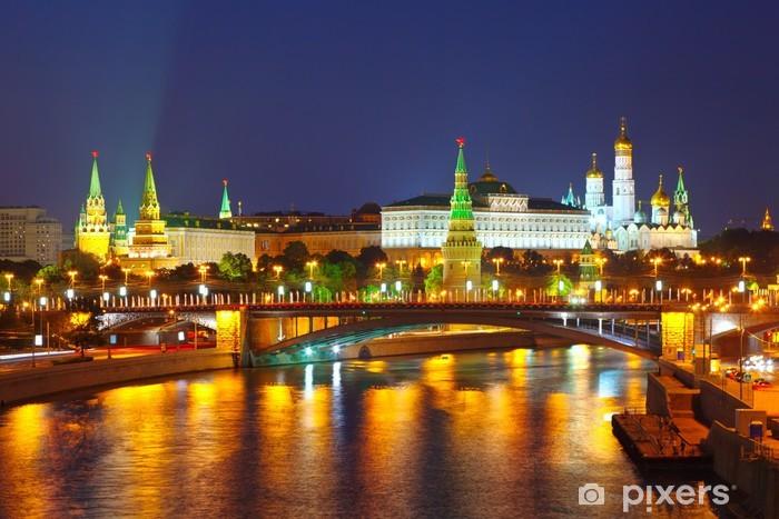 Fototapeta winylowa Kreml i rzeki Moskwy w nocy. Rosja - Moskwa