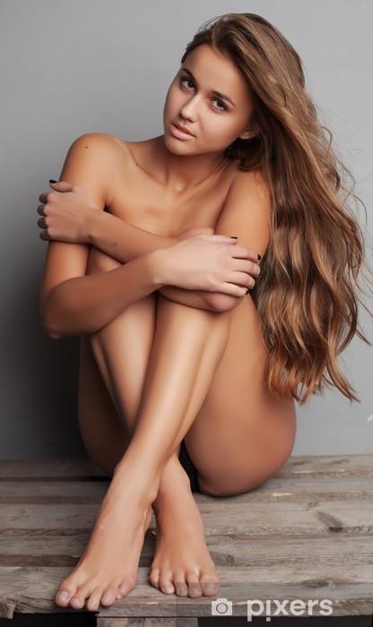 Naklejka Pixerstick Piękna naga kobieta z doskonałej skóry na tle - Tematy
