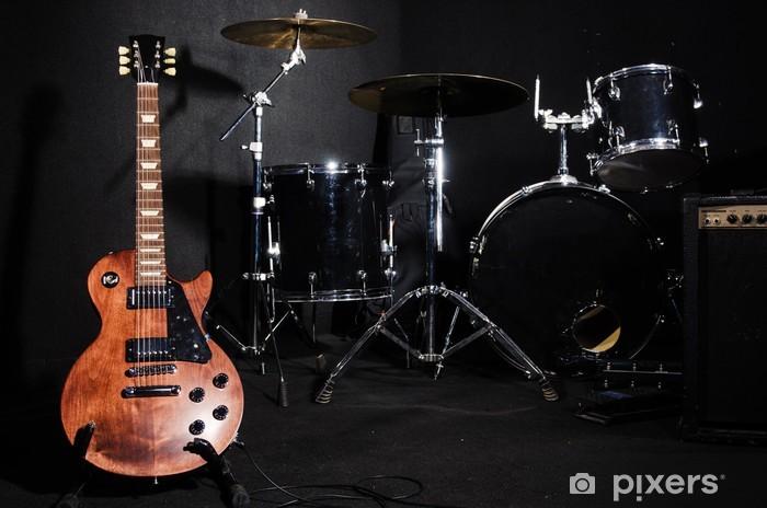 Fototapeta winylowa Zestaw instrumentów muzycznych podczas koncertu - Muzyka