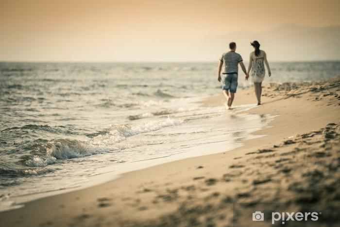 Sticker Pixerstick Marcher sur la plage - Bonheur