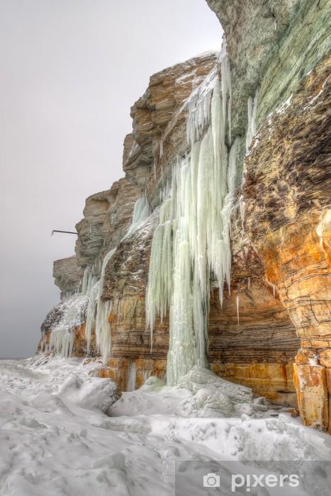 Pixerstick Aufkleber Hohe Eiszapfen auf einer Klippe - Jahreszeiten