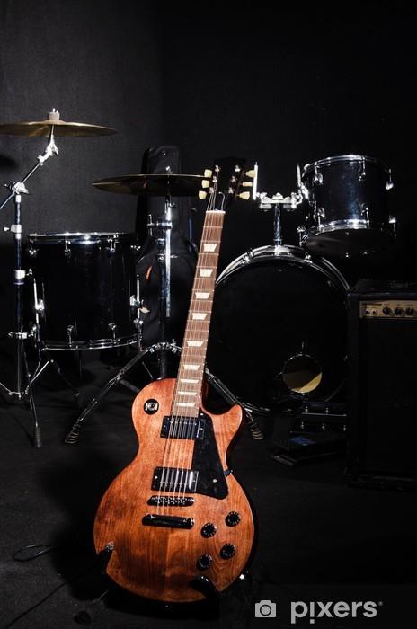 Vinyl Fotobehang Set van muziekinstrumenten tijdens concert - Muziek