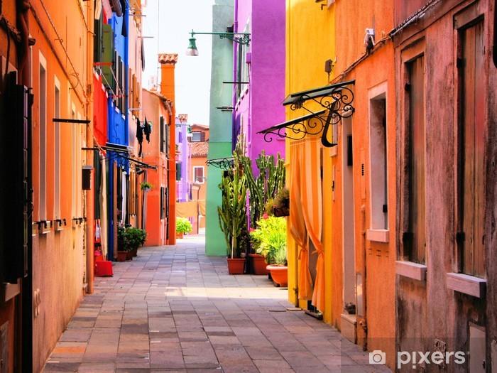 Självhäftande Fototapet Colorful gata i Burano, nära Venedig, Italien -