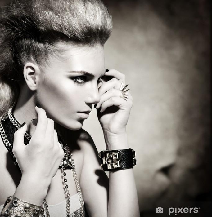Naklejka Pixerstick Rocker Style Fashion Model Portret dziewczyny. Czarno-biały -
