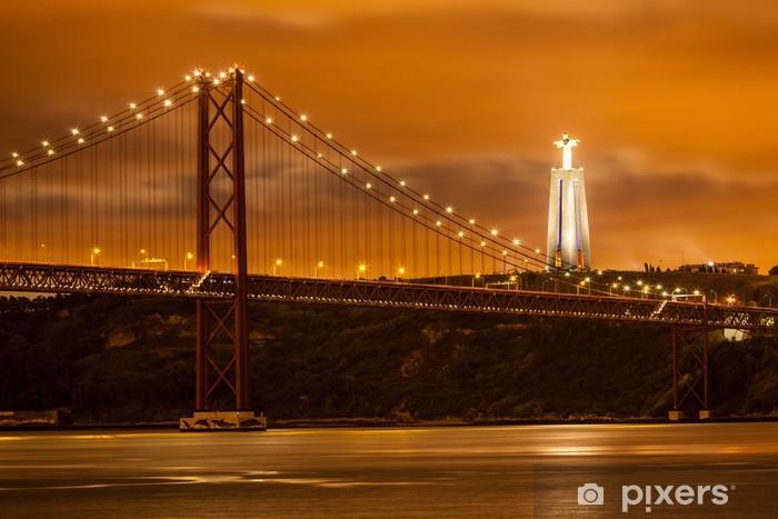 Papier peint vinyle Pont 25 de Abril sur le fleuve Tage et le grand Christ à Lisbonne - Thèmes