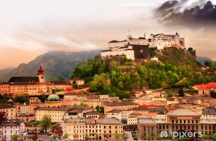 Naklejka Pixerstick Miasto Salzburg na zachód słońca z widokiem na zamek w Austrii - Europa