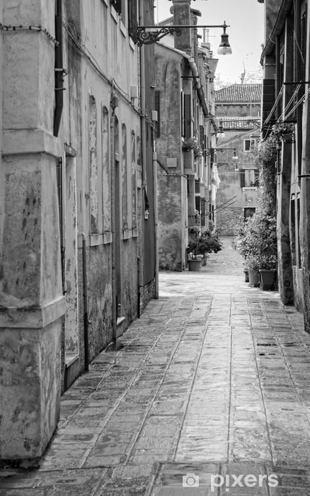 Bureau- en Tafelsticker Smal steegje in Venetië, Italië -