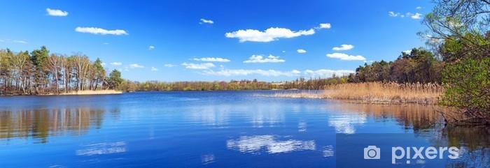 Naklejka Pixerstick Panorama z pięknym jeziorem w Polsce - Pory roku