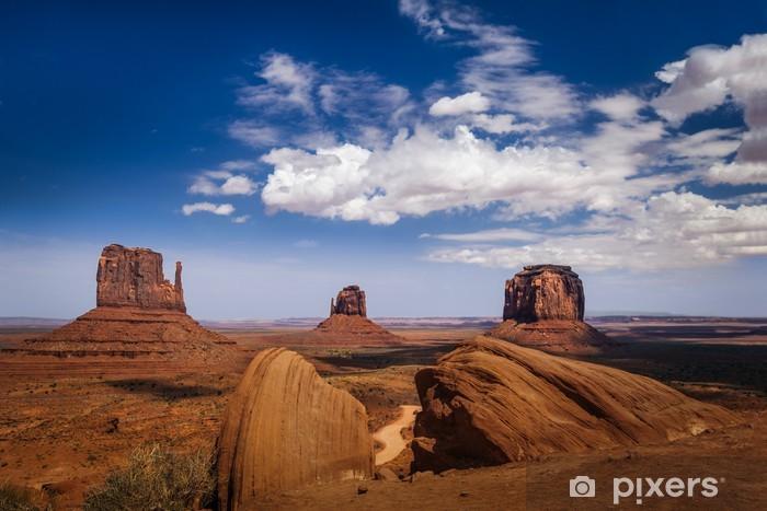 Papier peint vinyle Vue classique de Monument Valley et l'Ouest américain. - Amérique