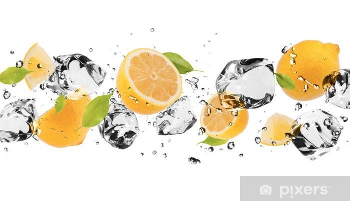Fototapeta winylowa Lodu owoce na białym tle - Naklejki na ścianę