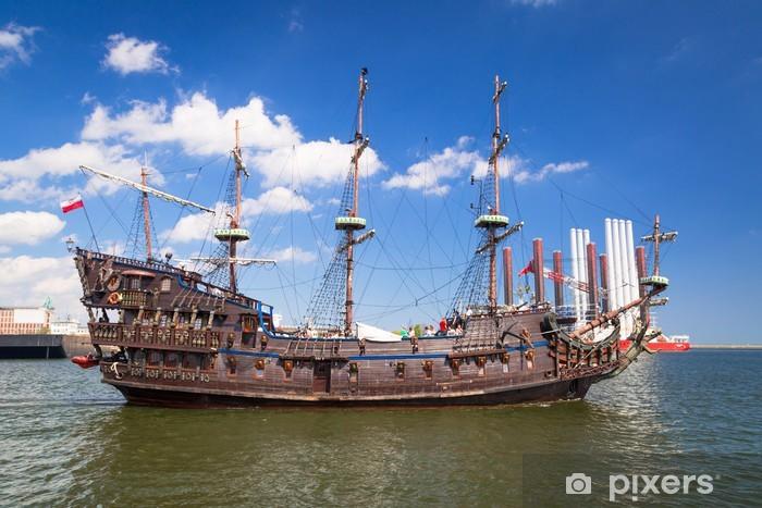 Carta da Parati in Vinile Nave galeone pirata sulle acque del Mar Baltico a Gdynia, Polonia - Navi, yacht e barche