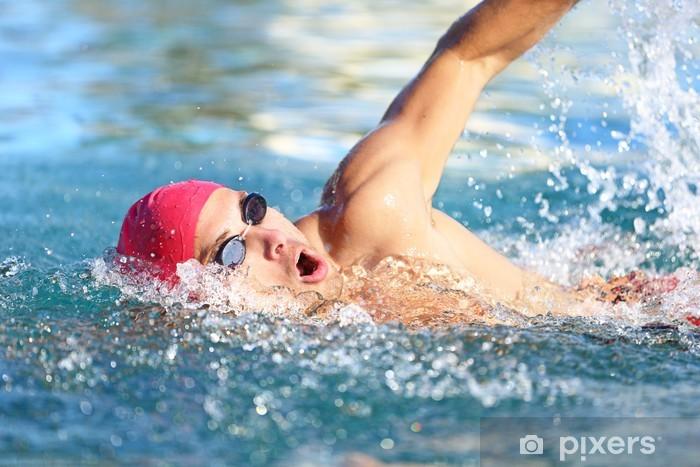 Fototapeta winylowa Pływak crawl Man pływanie w niebieskiej wodzie - Sporty wodne