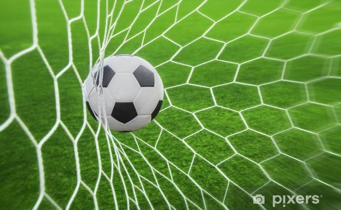 Afwasbaar Fotobehang Voetbal bal in doel -