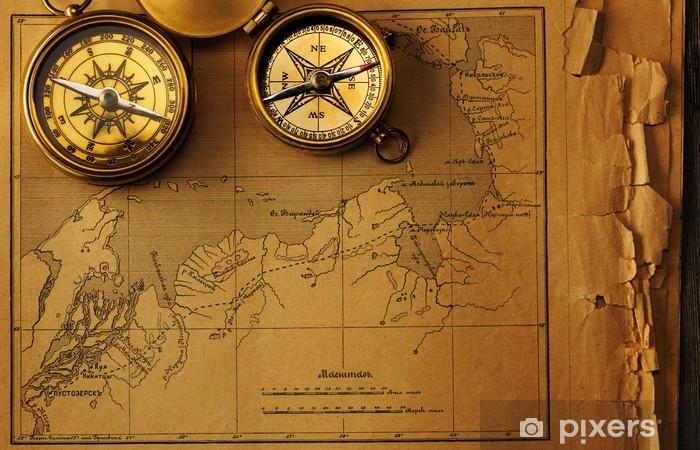 Naklejka Pixerstick Antyczny kompas nad starym mapie - Tematy